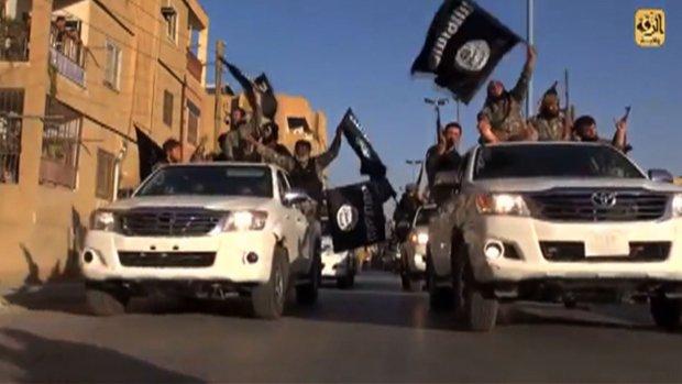 Hoe komt IS aan al die Toyota's?