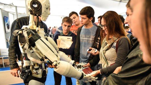Gates: belasting betalen op robots