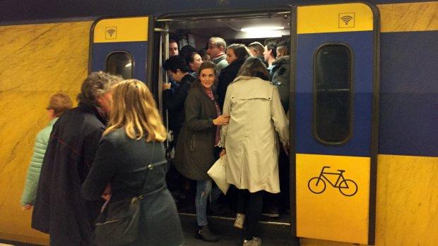 Duizenden klachten overvolle treinen, 1 op 12 klagers kan niet mee