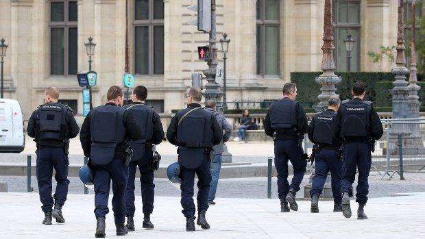 Is meer surveillance gewenst na de aanslagen in Parijs?