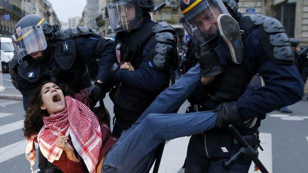 300 mensen vast na demonstraties Parijs