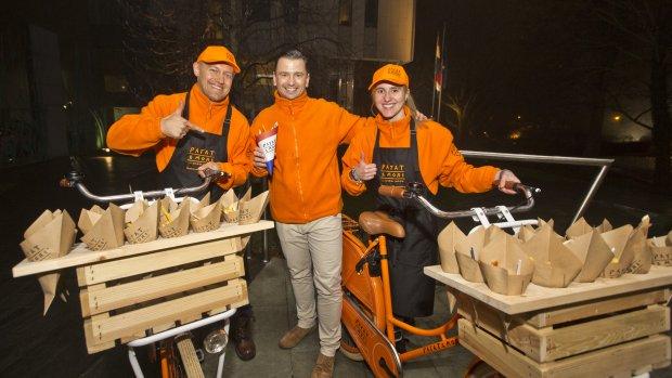 Polen aan 'patatje oorlog' vanuit oranje foodtruck