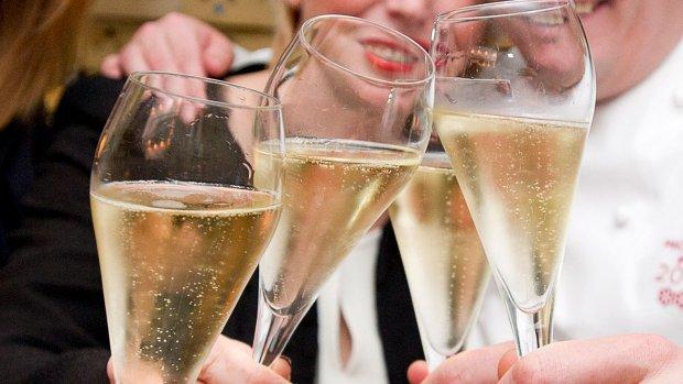 'Champagne smaakt beter als er grotere bubbels in zitten'