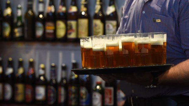Schenk, wals, kijk en ruik: zo proef je bier