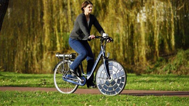 Nederlandse e-bike met zonnecellen heeft geen stekker nodig