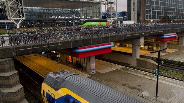 Met de bus of met de trein? NS zet bussen in tegen volle treinen