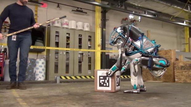 Nieuwe Google-robot Atlas is niet omver te krijgen
