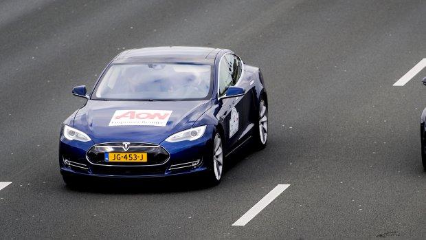 Zien: stoet zelfrijdende auto's op de A2