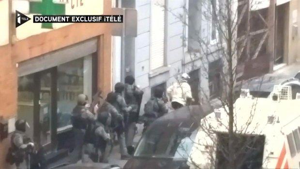 Foto: zo ziet Abdeslam achter tralies eruit