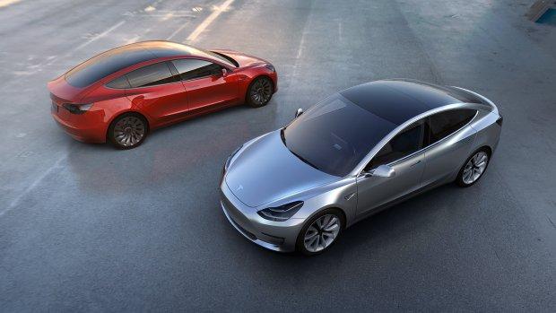 Daar is 'ie dan: Tesla's Model 3 haalt 350 km op volle accu