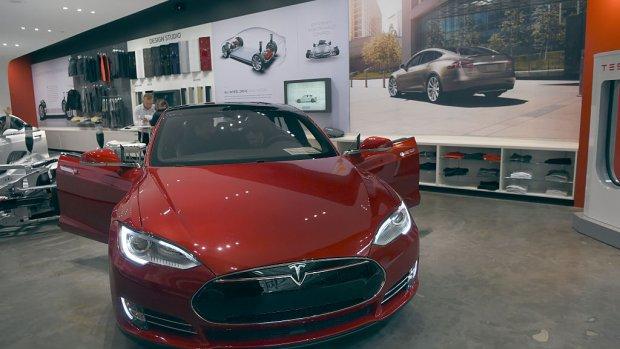 Tesla geeft aandelen uit om productie te versnellen