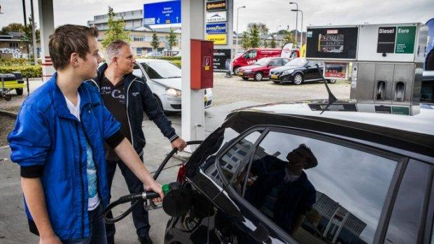 Benzineprijs stijgt komende dagen 'een paar cent per liter'