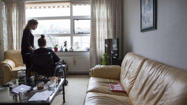 Thuiszorg worstelt met coronarichtlijnen:  'Ik voel me een frontsoldaat'