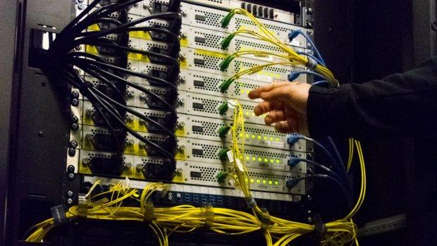 Kabinet wil toezicht op AIVD om aftappen internet