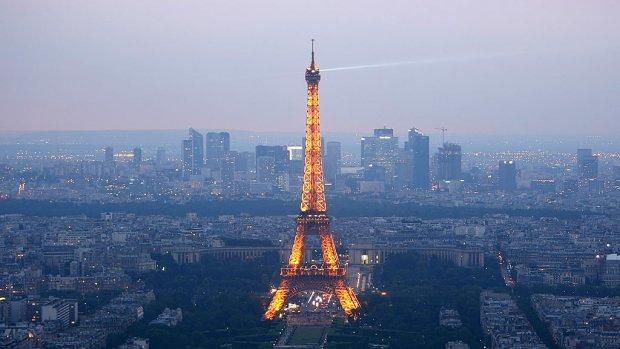 Een nacht slapen in de Eiffeltoren? Het kan