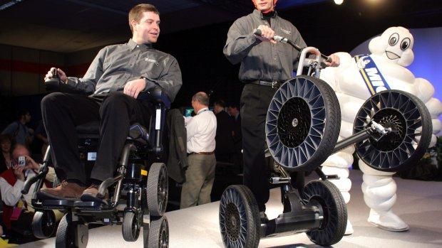Toyota werkt aan nieuwe 'traplopende' rolstoel