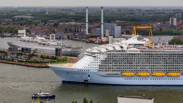 Eerste reis mega-cruiseschip: overlopende wc's en verbouwingen