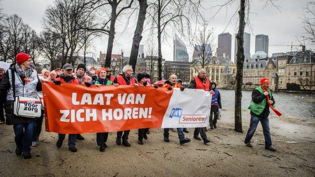 Smeekbede vakbonden: politiek, red de pensioenen!