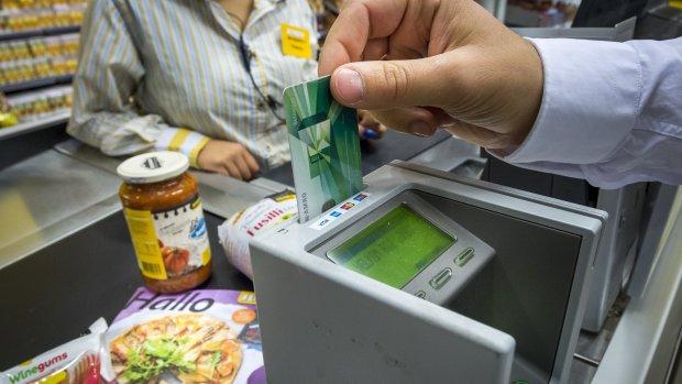'Banken moeten snel terugbetalen bij pinpasfraude'