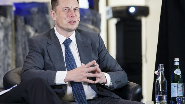 Musk vermoedt complot om Tesla kapot te maken