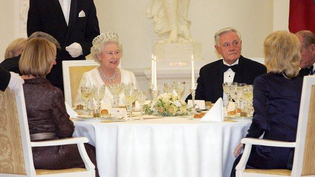 Nieuwe baan én in Buckingham Palace wonen? Ga afwassen