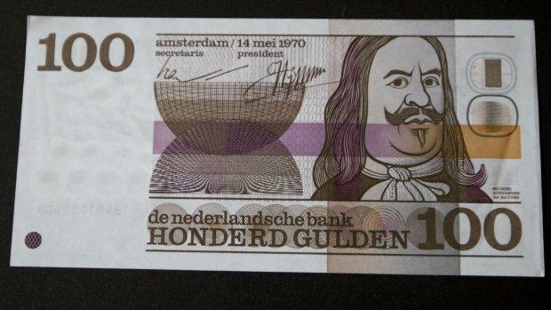 DNB druk: veel mensen leveren op valreep biljetten 100 gulden in