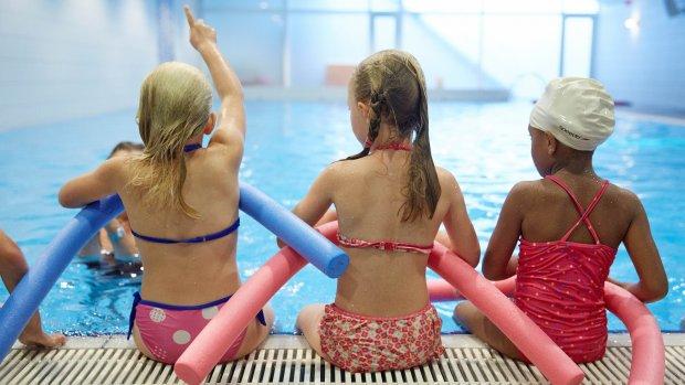 Dure zwembadkaartjes schrikken gezinnen af