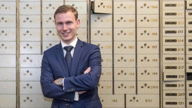 De jongste bankier van ABN Amro geniet nog van de acceptgiro's