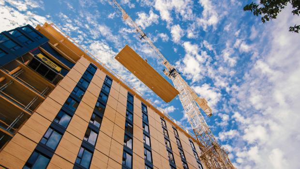 In Canada verrijst het hoogste houten gebouw van de wereld