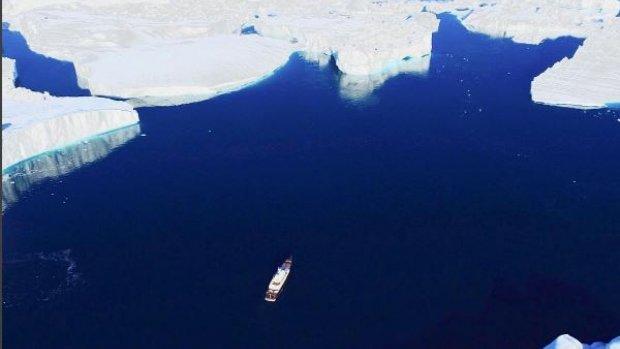 Omstreden cruiseschip vaart door Noordelijke IJszee