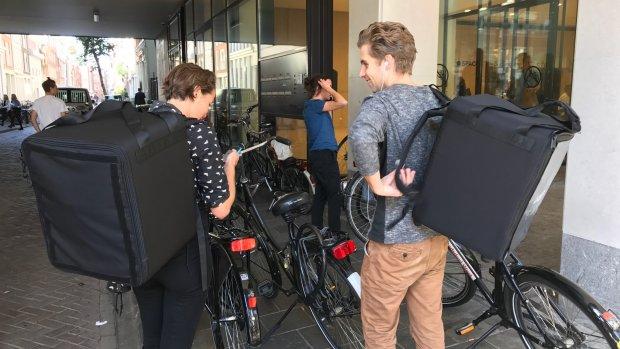 Uber gaat in Amsterdam maaltijden bezorgen, gewoon met de fiets