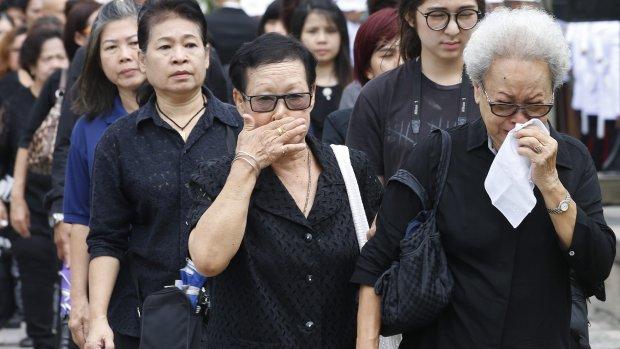 Thaise rouweconomie zorgt voor tekort zwarte kleding