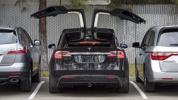 Indrukwekkende beelden: hoe een Tesla zichzelf naar kantoor rijdt