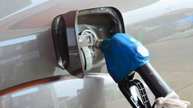 Tanken met nieuwe brandstof: Is jouw auto klaar voor E10?