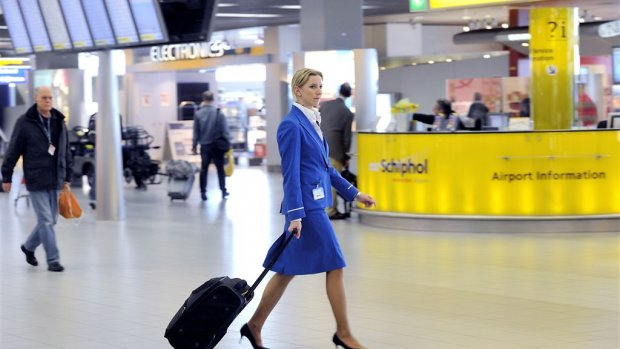 KLM mag toch met één stewardess minder vliegen