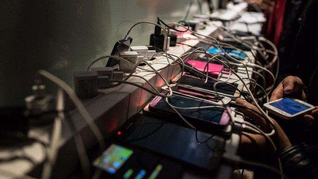 Nooit meer je smartphone opladen: met deze technologie kan het