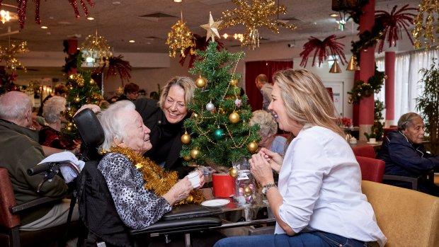 Kerstgedachte: met 1350 collega's op bezoek bij eenzame ouderen