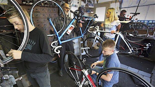 Tekort aan fietsenmakers, hoop gevestigd op zij-instromers