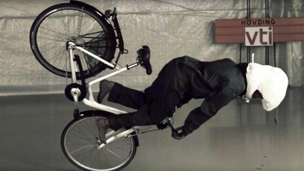 Deze airbag voor je hoofd moet fietshelmen overbodig maken