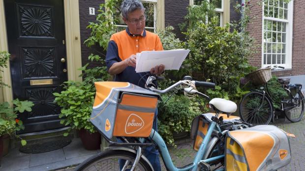 Postbode wordt multifunctioneel: meter opnemen, op ouderen letten