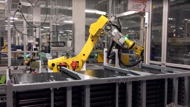 Tesla wil drie extra accufabrieken (mogelijk één in Nederland)