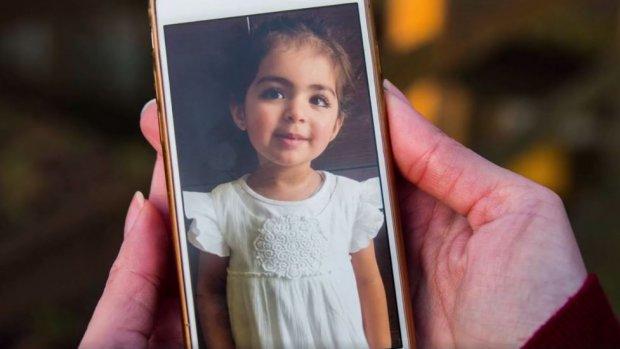 Moeder kan Insiya niet ophalen door arrestatiebevel in India