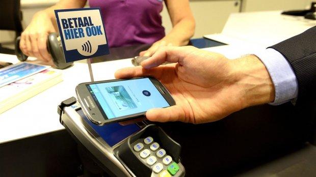 Contactloos betalen met een smartphone slaat nog niet echt aan