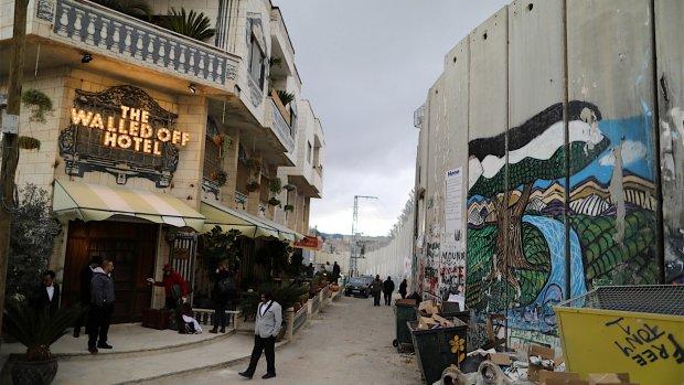 Controversieel slapen in het Banksy-hotel