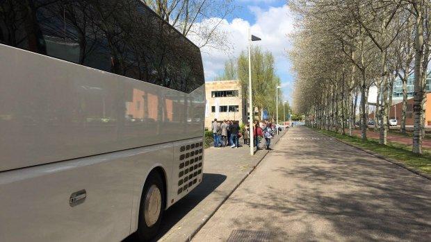 Bizarre bustour: een kijkje bij Hollandse brievenbusfirma's