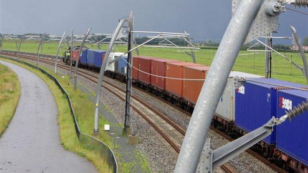 Gebouwd met de gasmiljarden: rails en asfalt