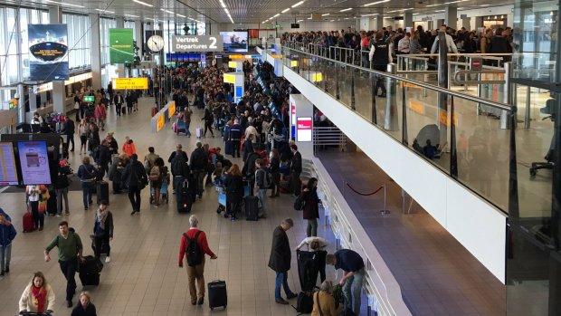 Weer grote drukte op Schiphol door meivakantie