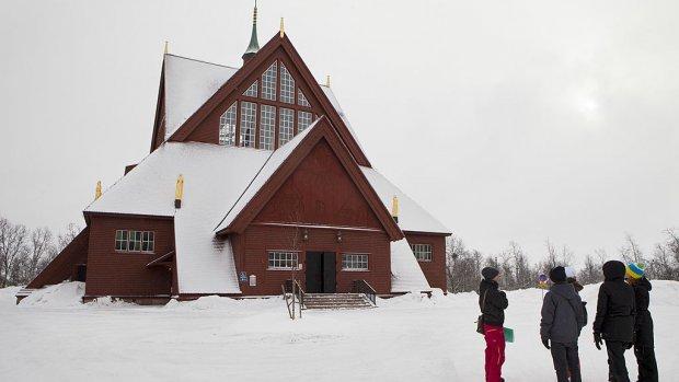 Complete huizen verplaatst bij verhuizing Zweedse stad