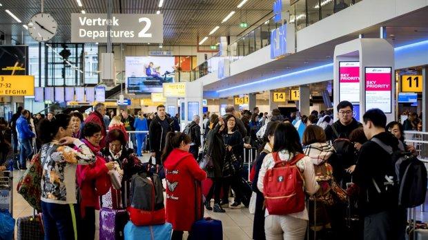 'Lange wachttijden Schiphol blijven'