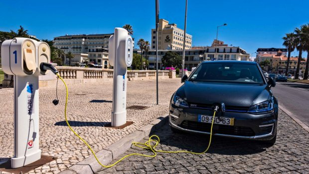 Verkoop elektrische auto's blijft druppel op gloeiende plaat